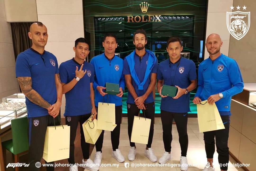TMJ Kurniakan Jam Tangan Rolex Buat Pemain & Staf JDT, Tanda Penghargaan!